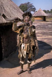 700px-Shona_witch_doctor_(Zimbabwe)